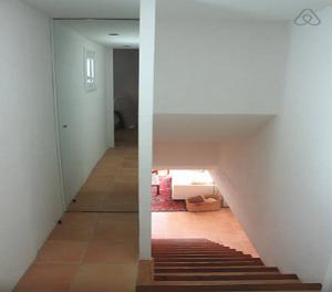 Foto 5 (Acceso escalera piso inferior)